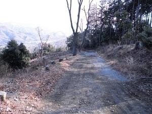 19広い登山道.JPG