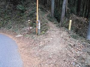 19舗装林道からの入口.jpg